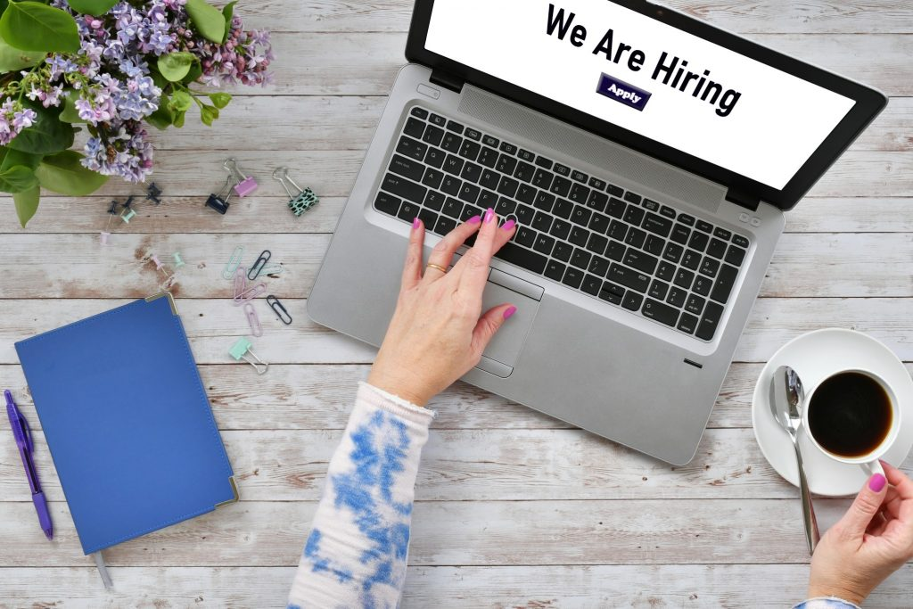 job seeker applying to the best job search sites online