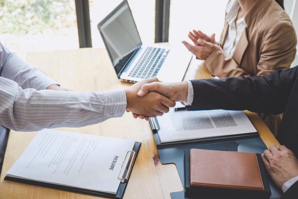 employer-welcoming-interviewee-with-a-hand-shake